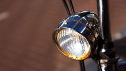 Politie betrapt 2 scholieren en… 2 leerkrachten zonder fietsverlichting