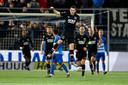 """Oussama Idrissi viert - na een simpele cornervariant - zijn 2-0 tegen PEC Zwolle. ,,Als je de kansen zo gemakkelijk weggeeft, straft een ploeg met gigantische kwaliteiten als AZ dat genadeloos af"""", weet doelman Michael Zetterer inmiddels."""