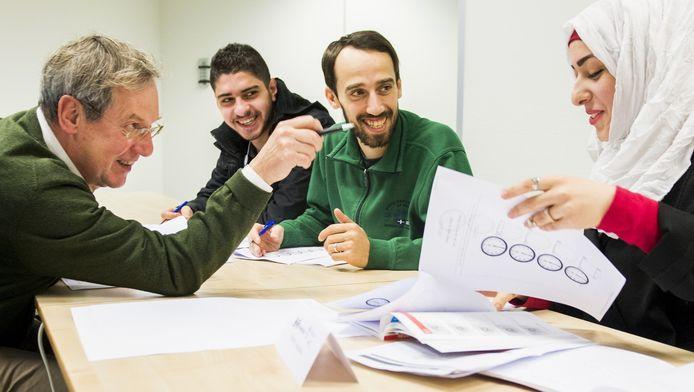 Asielzoekers leren de Nederlandse taal. Foto ter illustratie.