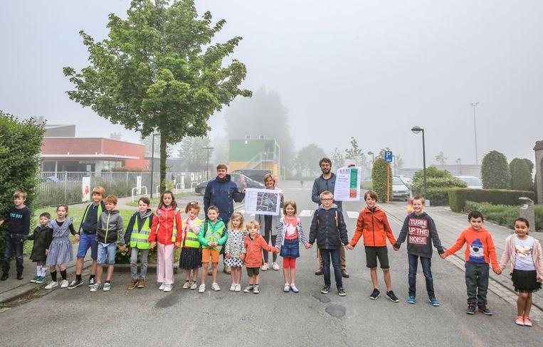 De Tieltsestraat in Hulste, waar de Gemeentelijke Basisschool Noord haar stek heeft, wordt vanaf 3 juni een 'schoolstraat'.