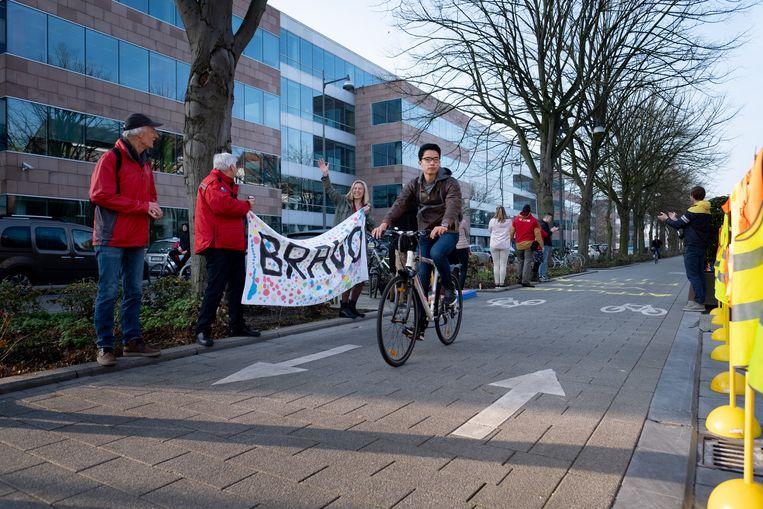 MECHELEN Medewerkers van de Vlaamse Stichting Verkeerskunde trakteren fietsers op een applaus met muziek