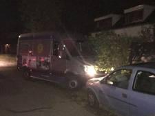 Autodief rijdt in op politie bij lange achtervolging