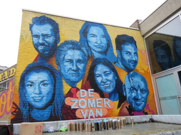 De mural ter promotie van het VTM-programma 'De Zomer Van' is zo goed als klaar.