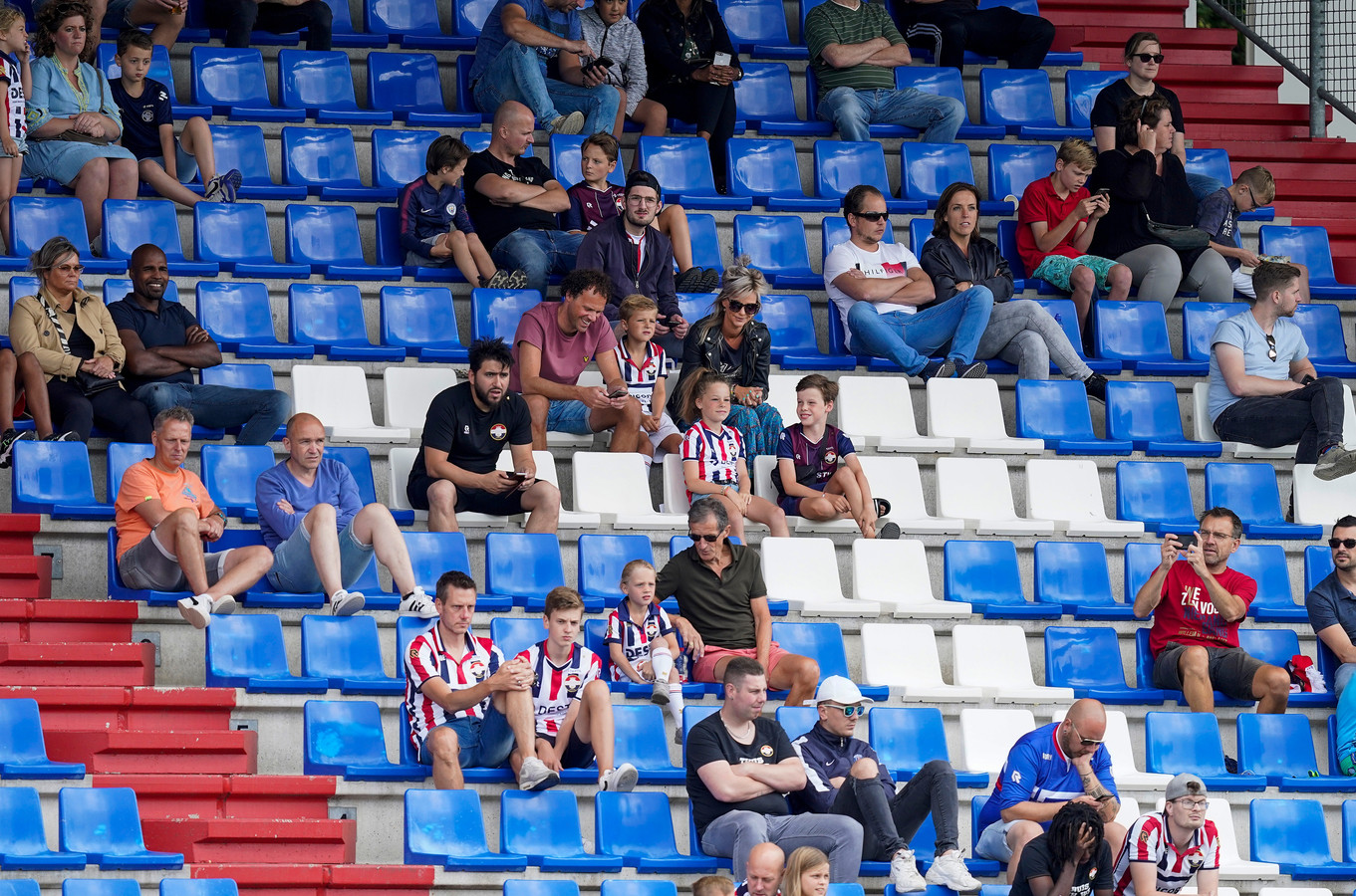 Bij de eerste training van Willem II was er vandaag publiek welkom. Bij de Tilburgse club is wel een speler besmet met het coronavirus.