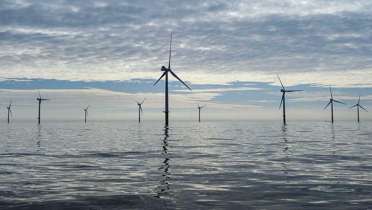 Windmolenpark Luchterduinen staat 23 kilometer uit de kust en telt 43 windmolens. Beeld anp