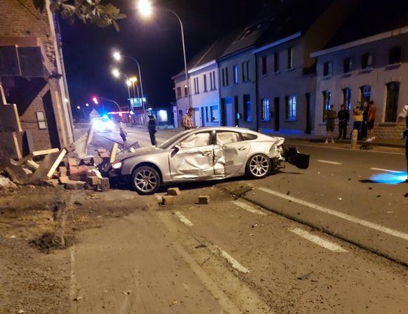 De 19-jarige Herzelenaar kwam met zijn wagen tot stilstand tegen een garage.