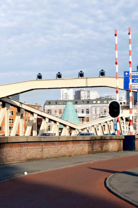 Koninginnebrug tot donderdagochtend afgesloten