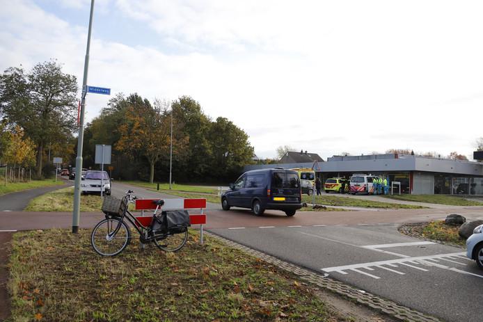 Een fietsster is in Molenhoek gewond geraakt bij een ongeluk.