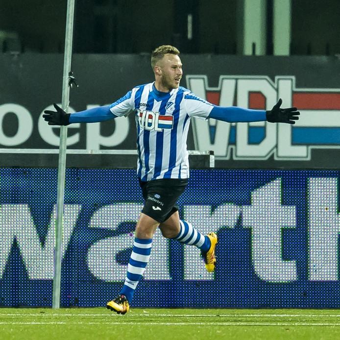 Eindhoven speler Alemao jr vreugde na zijn treffer.
