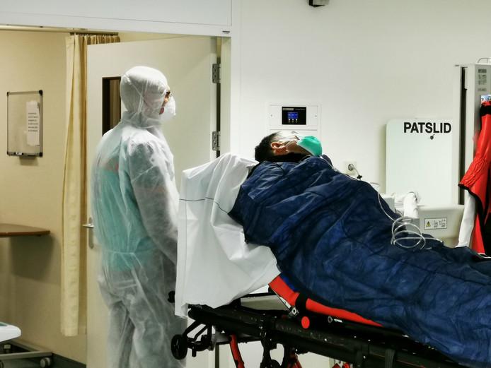 Ziekenhuis Rijnstate in Arnhem heeft vijf corona-verpleegafdelingen ingericht waarvan er nu vier in gebruik zijn.