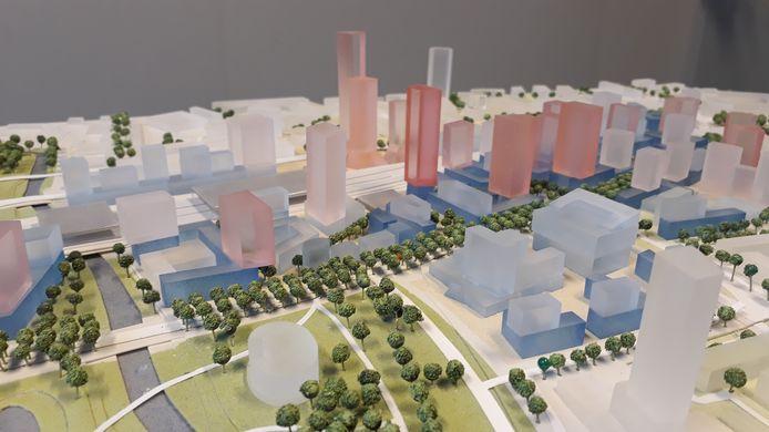 Een maquette van mogelijke nieuwe gebouwen in de spoorzone/Fellenoord van Eindhoven. Met op de voorgrond de BunkerToren in aanbouw aan de Kennedylaan en middenachter de drie torens van plan District E voor het Stationsplein.
