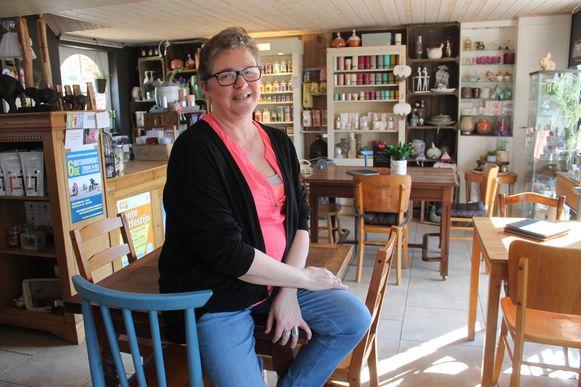 Nancy Wijns vormde haar woonkamer om tot koffiehuisje en gaf het de naam Bardaloue.