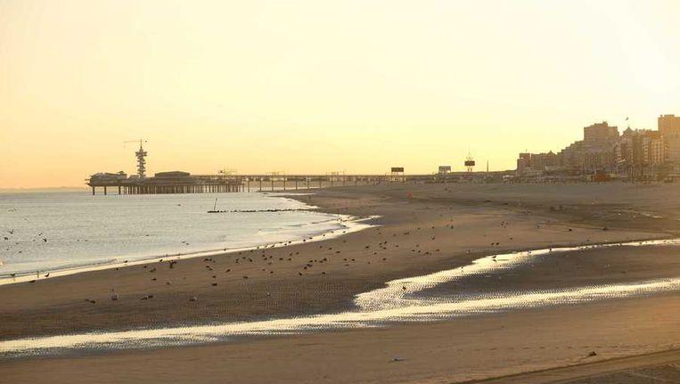 De zon komt op bij het strand van Scheveningen. Het belooft een van de warmste dagen van het jaar te worden. Beeld anp