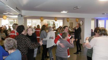 Bewoners woonzorgcentrum Castelmolen genieten van kerstconcert met Michael Lanzo