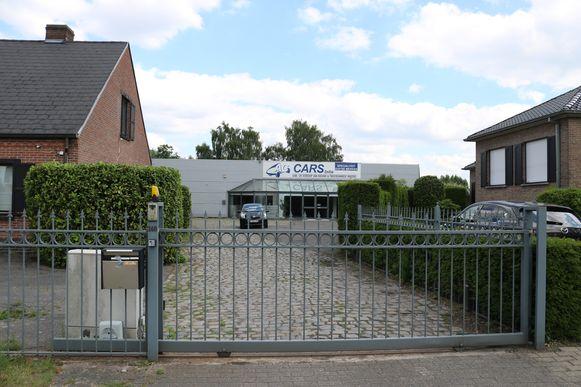 Bij AC Cars, waar de bende haar hoofdkwartier had, werden maar liefst 21 wagens in beslag genomen