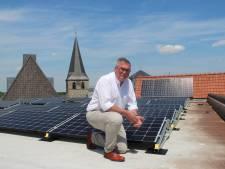 Zonnepanelen op dak gemeentehuis Dinkelland