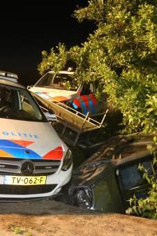 Spectaculaire achtervolging door de politie eindigt in de sloot bij Velddriel