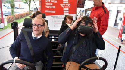 VR-mobiel is waarschuwing voor snel afgeleide bestuurders
