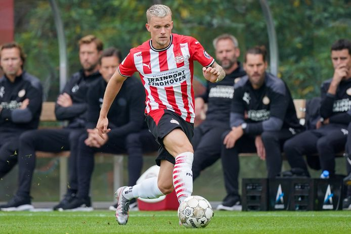 Philipp Max in actie voor PSV.