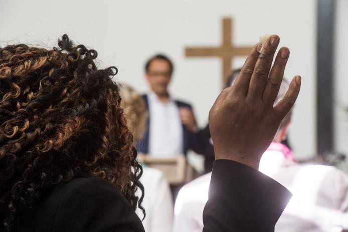 Een dienst van Nieuwe Creatie, een christelijke stroming die in Tilburg en Turnhout zit, in De Montfortkerk in Tilburg-Noord.