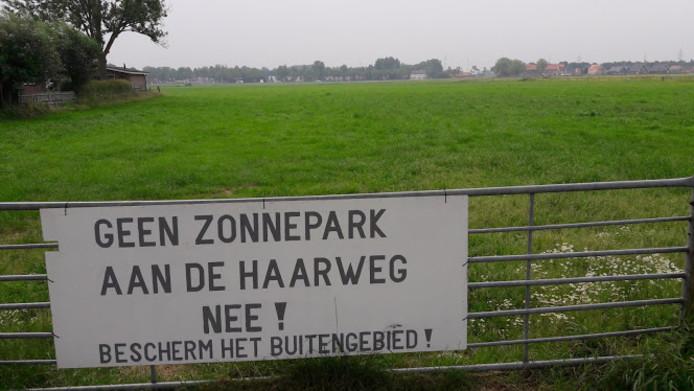 Een protest bij de beoogde locatie van het zonnepark langs de Haarweg in Wageningen.