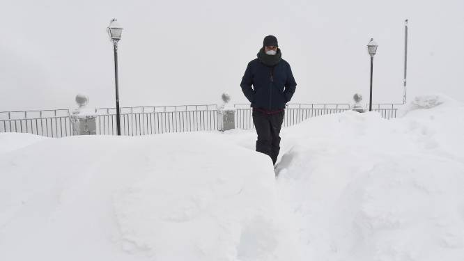 Tot een meter sneeuw in Noord-Spanje en nog meer op komst