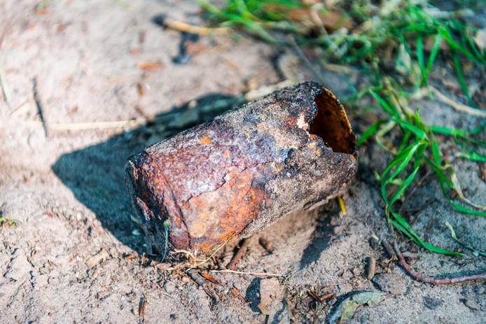 De fosforgranaat veroorzaakte een bermbrand in Son.
