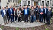 Gemeente ontvangt tafeltennisclub Lansweeper op gemeentehuis