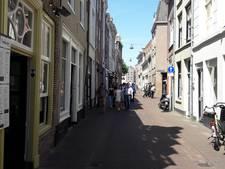 Bankjes Snellestraat mogen weer terug, gemeente gaat in gesprek met ondernemers