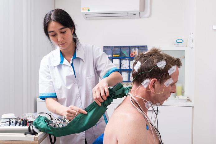 Zo moet een patiënt nu een slaaponderzoek ondergaan.
