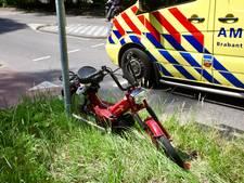 Brommerrijder raakt gewond bij botsing met auto op Gilzerbaan in Tilburg