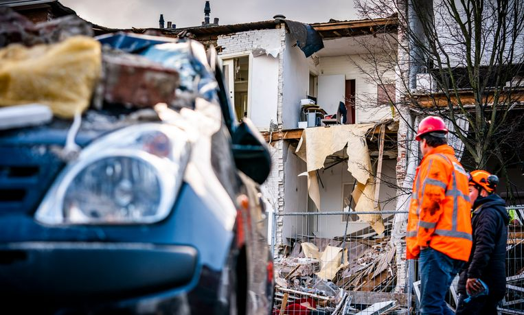 Het ingestorte pand in de Jan van der Heijdenstraat in de Haagse wijk Laak, een dag nadat er een gasexplosie plaatsvond.  Beeld Freek van den Bergh / de Volkskrant