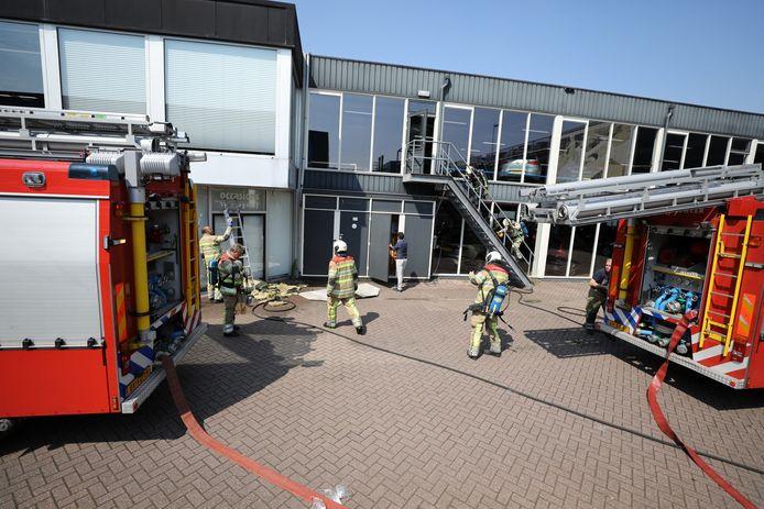 Brand bij autobedrijf Smeeing.