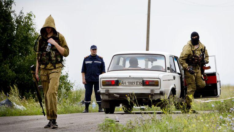 Pro-Russische rebellen controleren het rampgebied waar donderdag de Boeing van Malaysia Airlines neerkwam Beeld ANP