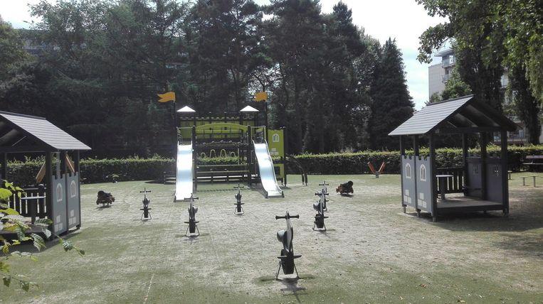 De speeltuin in het Scherdemaalpark kreeg onder meer een opgefriste glijbaan, nieuwe speelhuisjes en enkele hobbelpaardjes.