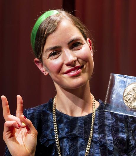 Theo d'Or voor actrice Hannah Hoekstra van Toneelgroep Oostpool