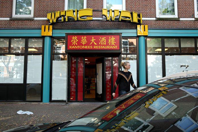 Restaurant Wing Wah. De letters gaan van de gevel.