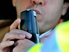 Verkeerscontrole politie in Altena levert zeventien bekeuringen op