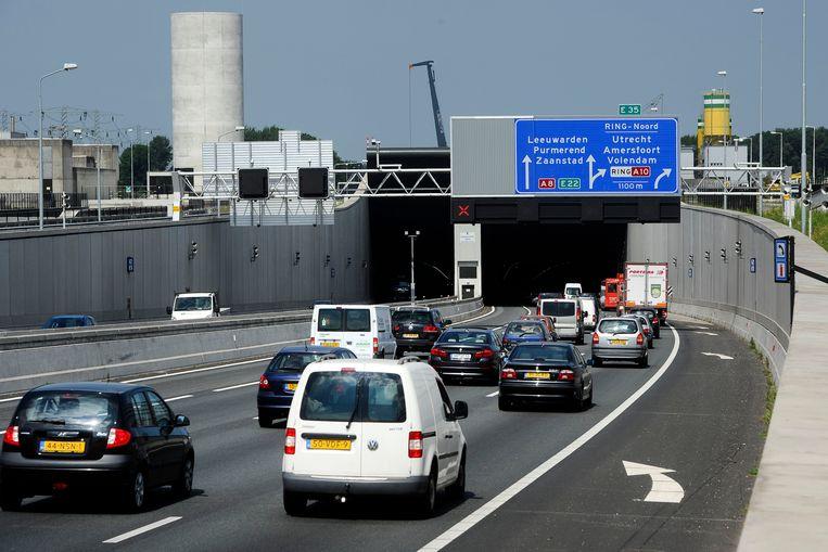 De Coentunnel, die is vernoemd naar de omstreden VOC-handelaar Jan Pieterszoon Coen, verbindt de A10 Noord en de A10 West met elkaar.  Beeld ANP
