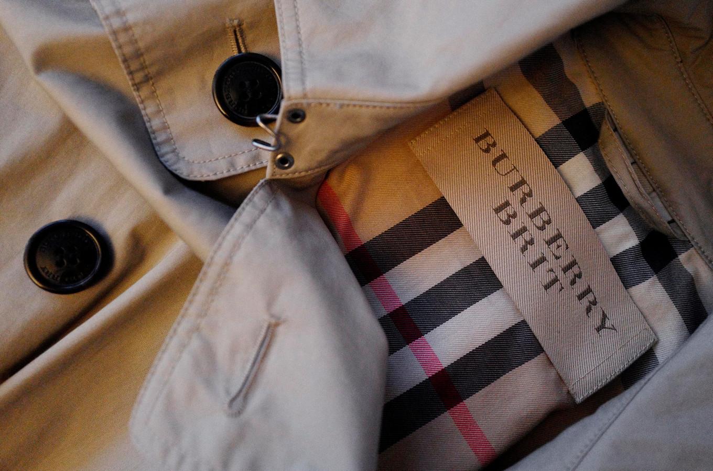 Het Britse modehuis Burberry verbrandde in 2017 voor 30 miljoen euro aan kleding en parfum. Het bedrijf heeft aangegeven met die praktijken te stoppen.