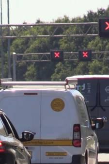 Vertraging door tankwagen met lekke band op de A27 en A28 voorbij