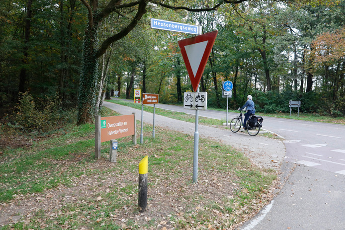 De weg langs de Hatertse Vennen, daags na de drugsafvaldumping.