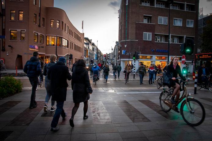 fietsers en voetgangers problemen station spoorlaan spoorzone tilburgfietsenstalling station spoorlaan