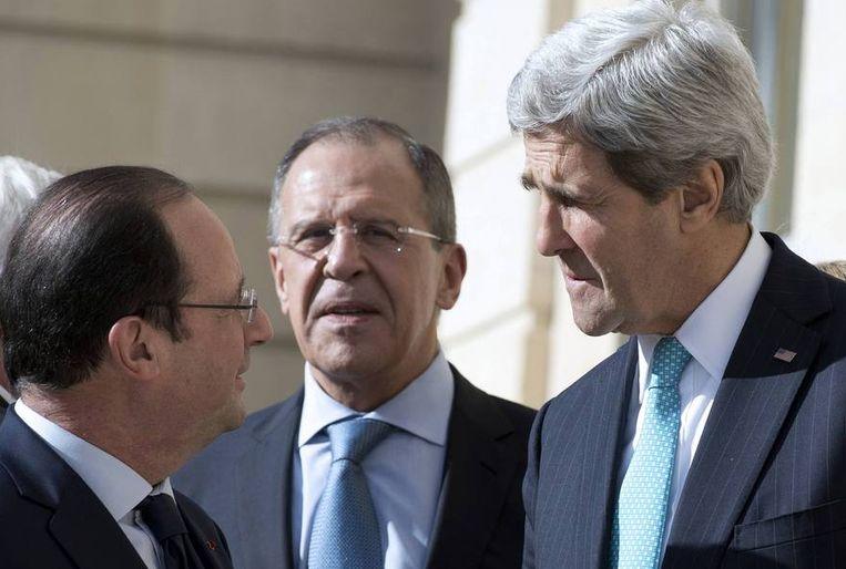 Lavrov en Kerry gisteren met de Franse president François Hollande. Beeld reuters