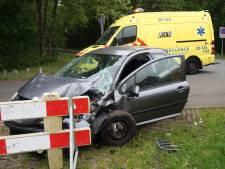 Veel schade na ongeluk tussen twee voertuigen bij Galderse Meren