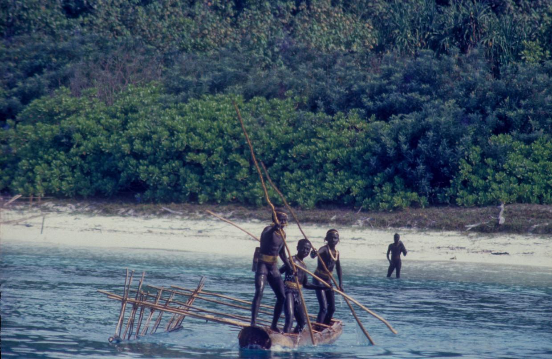 Op de Indiase Andamaneilanden leven verschillende bevolkingsgroepen die het predikaat 'contactloos' hebben, waaronder de Sentinelezen.