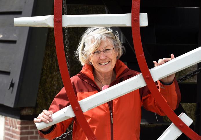 Leny Smit zet zich in om poldermolen Oudegein weer werkend te krijgen.