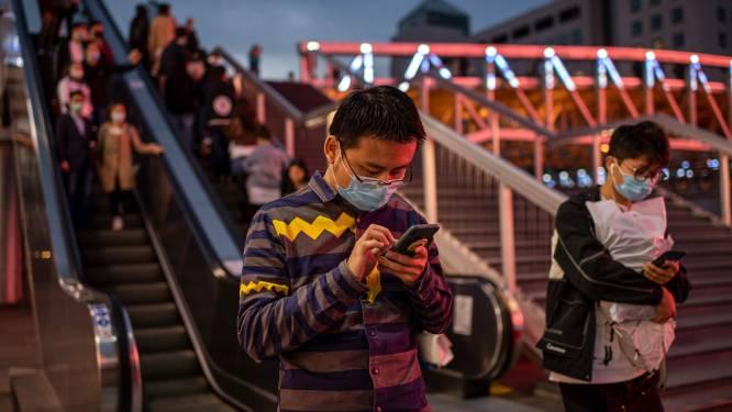 Coronavirus kan 28 dagen besmettelijk blijven op smartphone en bankbiljetten