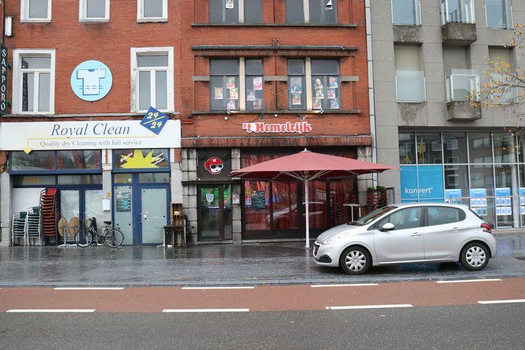 De vechtpartij vond plaats voor de deur van café 't Hemelrijk op de Grote Markt