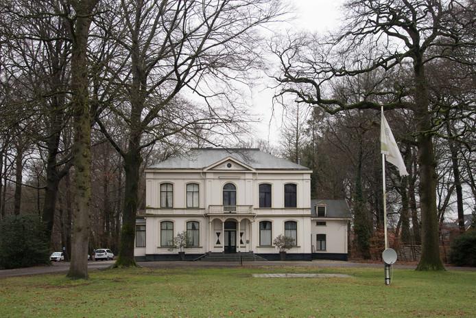 De villa op Landgoed De Grote Bunte in Nunspeet. Het gebouw moet worden omgevormd tot zorgappartementen voor dementerende ouderen.